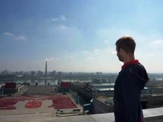 preparaciones para un desfile militar en la famosa plaza de Kim Il Sung