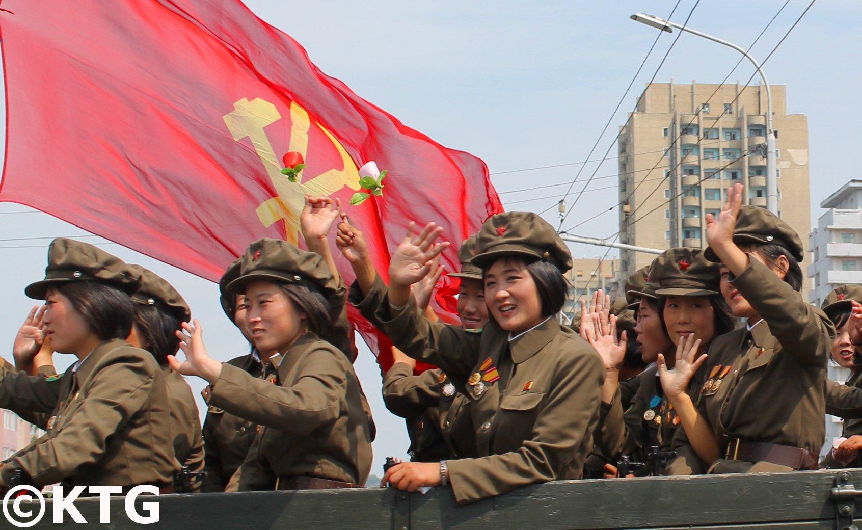 Bandera del Partido de los Trabajadores en Corea del Norte. Foto de KTG Tours