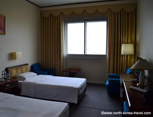 Twin room, Yanggakdo Hotel