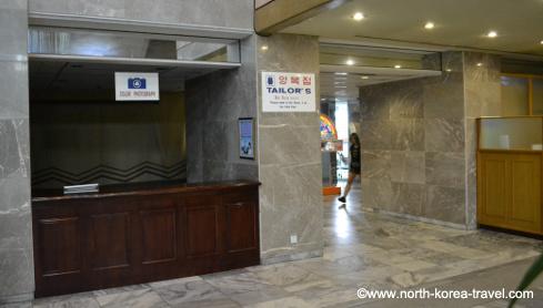 Panneau sur mesure près du centre de communication de l'hôtel Yanggakdo à Pyongyang, Corée du Nord